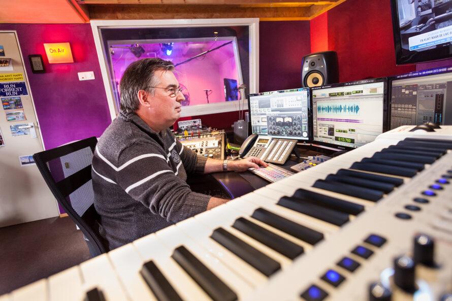 Radioman achter de knoppen: Karel van Cooten