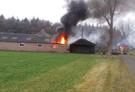 BMW uitgebrand bij schuurbrand aan de Moerweg
