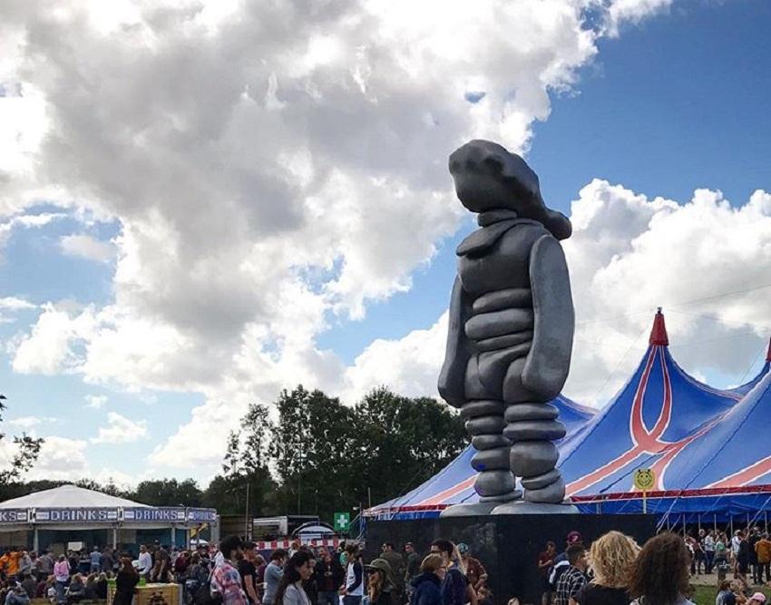 10 meter hoog sculptuur van Lowlands naar Kasteel Het Nijenhuis