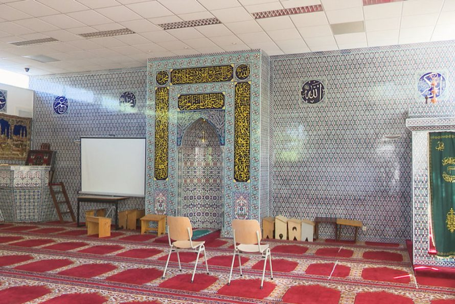 Met Cultureel Café Heino op bezoek bij moskee in Raalte