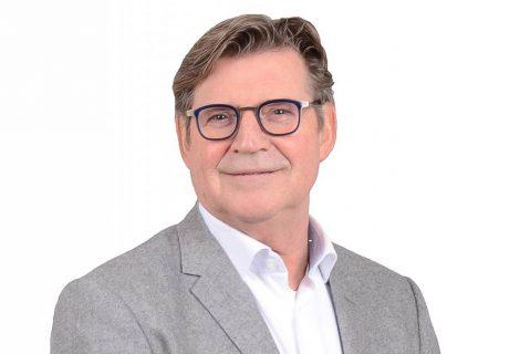 Bert Terlouw draagt gemeenteraadszetel D66 Raalte over aan Peter Moorman