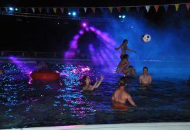Tieners genieten massaal van Dark Pool Party