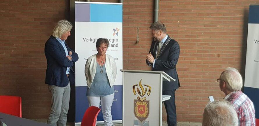 Ex-brandweervrouw Ingrid Lenferink Koninklijk onderscheiden