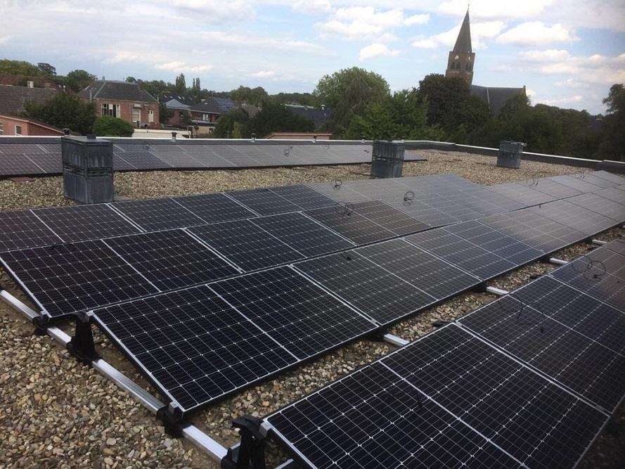Appartementencomplex De Kloostermanshof plaatst 80 zonnepanelen