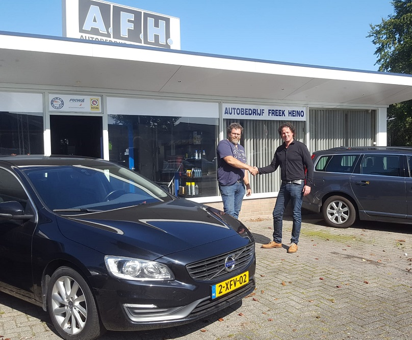 Dennis Offenberg neemt Auto Freek Heino over