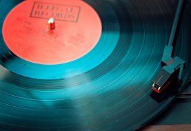 DJ Stephan 'Vinyl Debiel' Draait gouwe ouwe