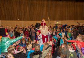 Sinterklaas viert feest in Sporthal Hoogerheyne